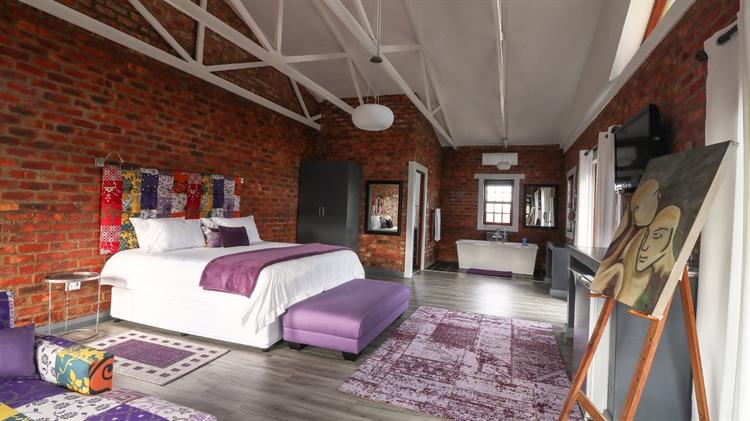 sixteen bedroom guest house - 5