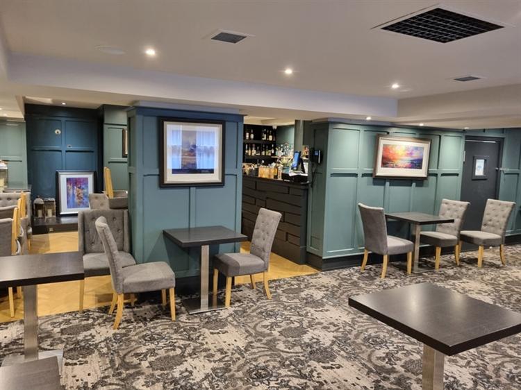 well established bar restaurant - 6