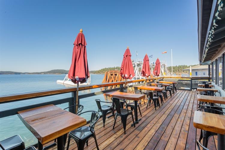 established waterfront pub saturna - 8