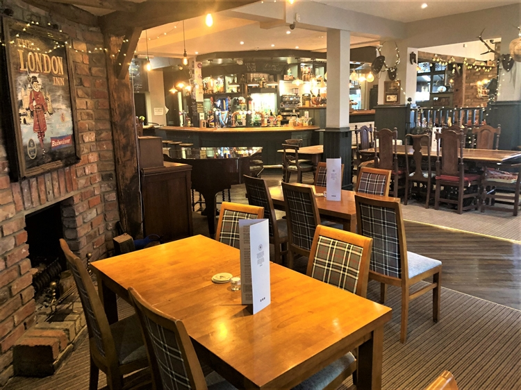 thriving town centre pub - 8