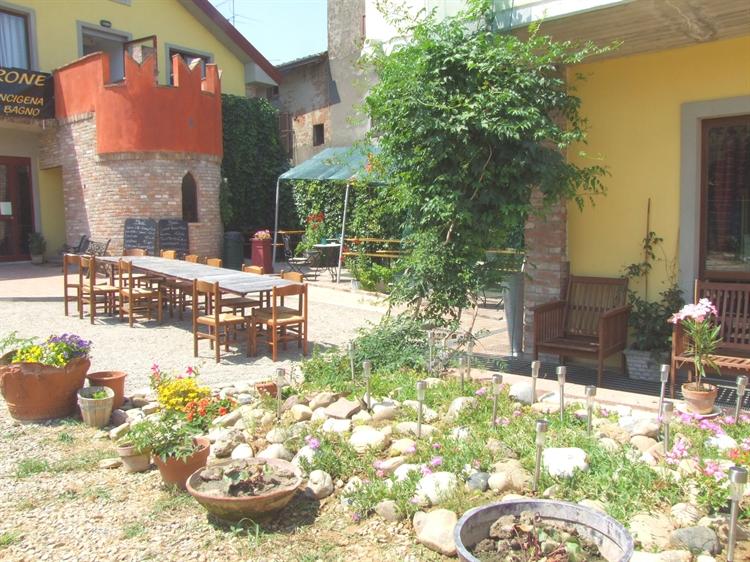 established hostel bar restaurant - 10