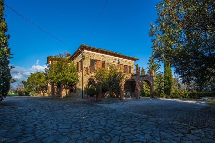 tuscan fram with vineyard - 7