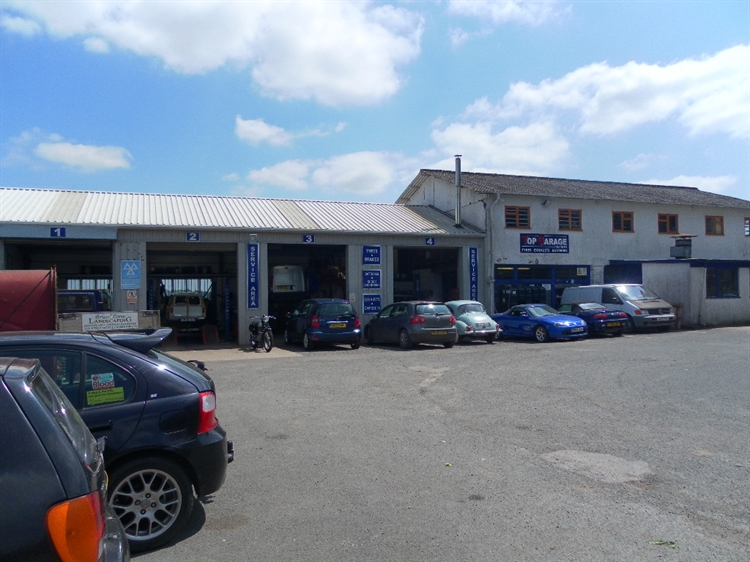 freehold petrol mot station - 5