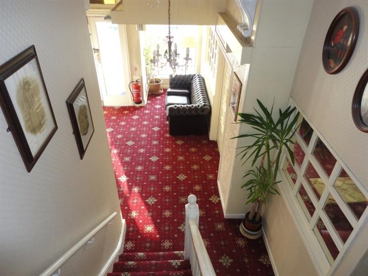 popular hotel southport - 6