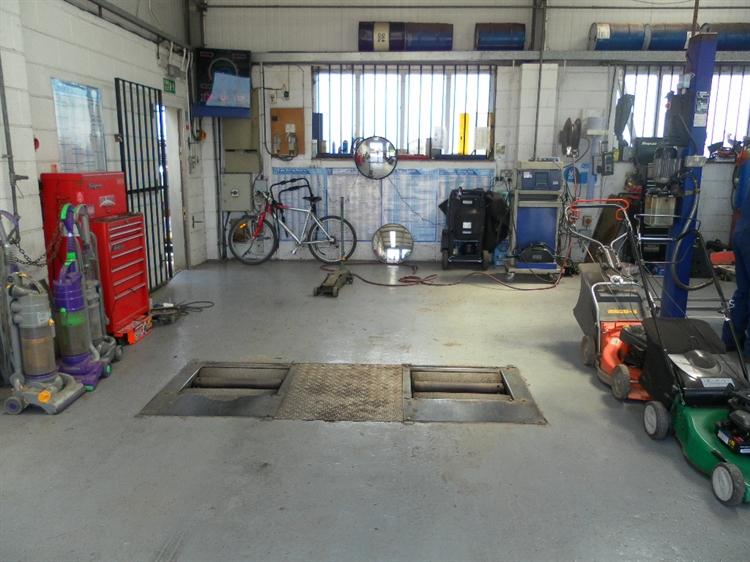 freehold petrol mot station - 8