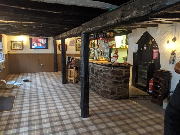 pictuesque thatched village pub - 4
