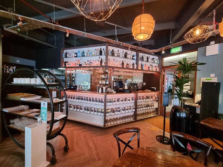 well established bar restaurant - 9