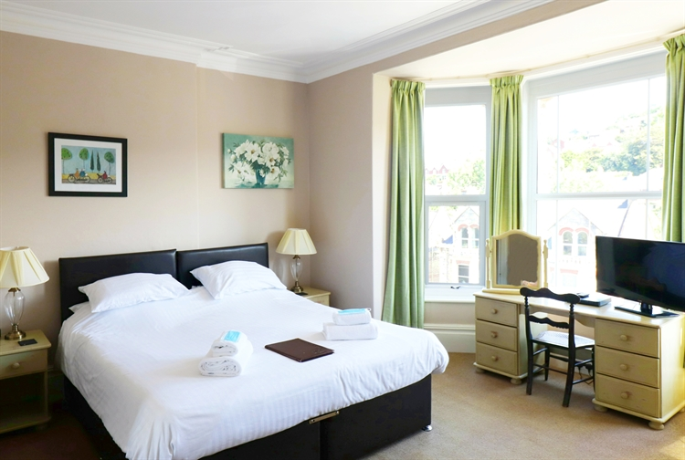 well presented guest house - 12