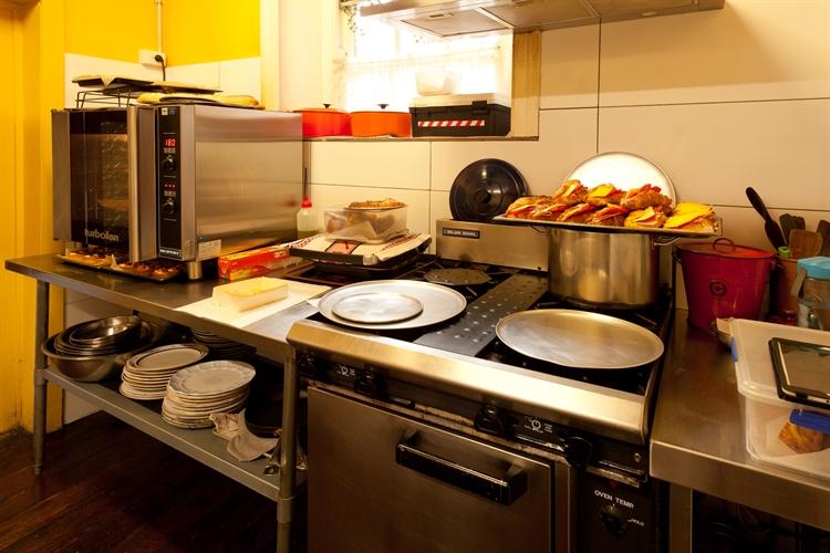 cafe wood-fire bakery communal - 9