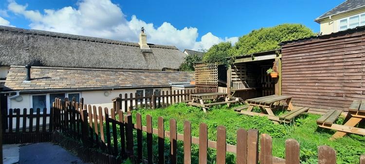 pictuesque thatched village pub - 6