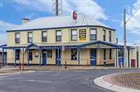 busy portland pub - 1