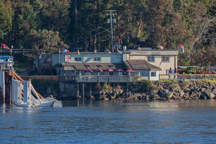 established waterfront pub saturna - 10