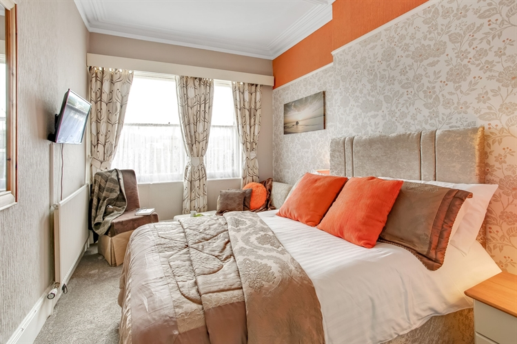 refurbished guest house tremendous - 4