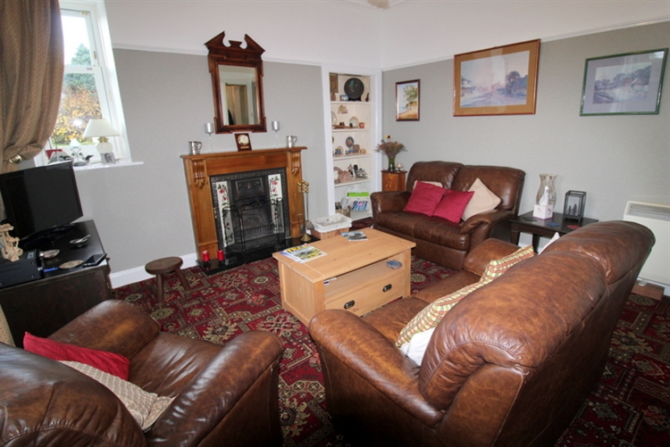 attractive 6-bedroom guest house - 4