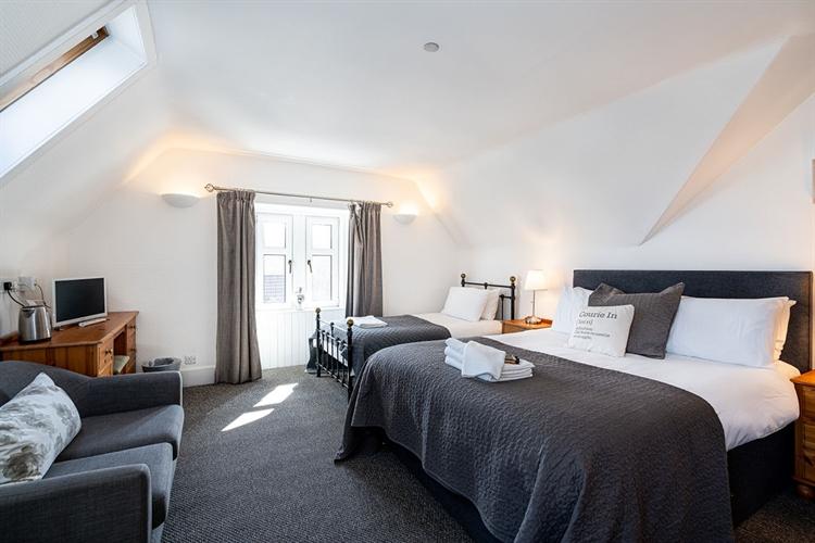 superbly presented hotel inn - 10