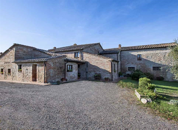 farm with vineyard montalcino - 11