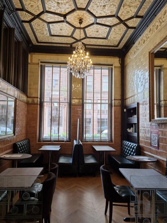 well established bar restaurant - 4
