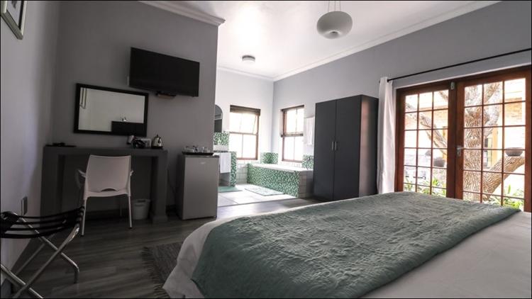 sixteen bedroom guest house - 9