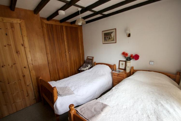 former popular country inn - 4