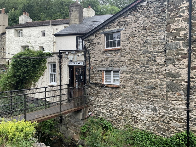 substantial freehold property ashburton - 8