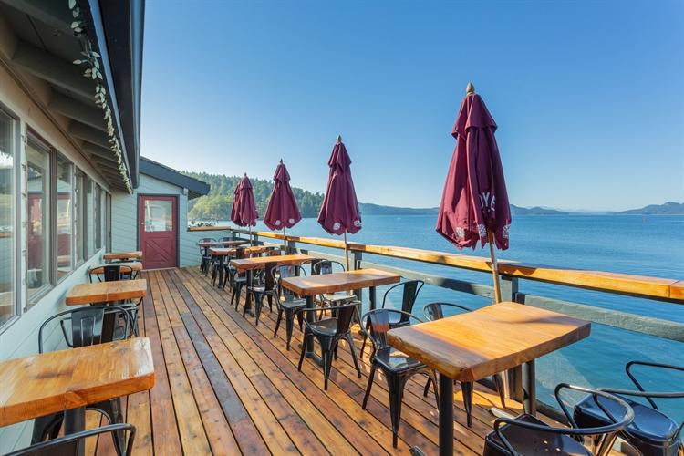 established waterfront pub saturna - 7