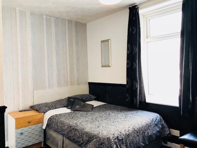 bedroom licensed hotel blackpool - 9