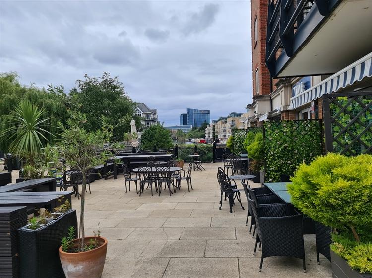 riverside bistro bar brentford - 10
