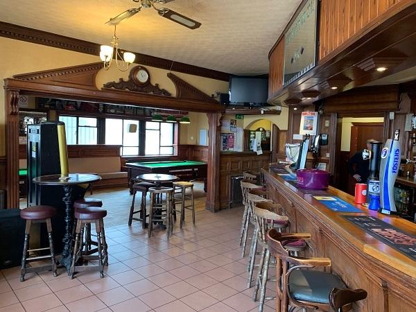 public bar separate restaurant - 5