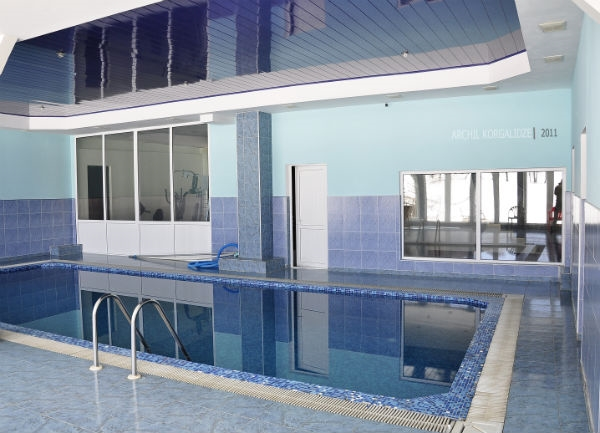 hotel with swimming pool - 12