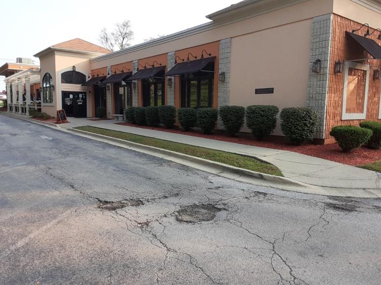 restaurant next to golf - 6