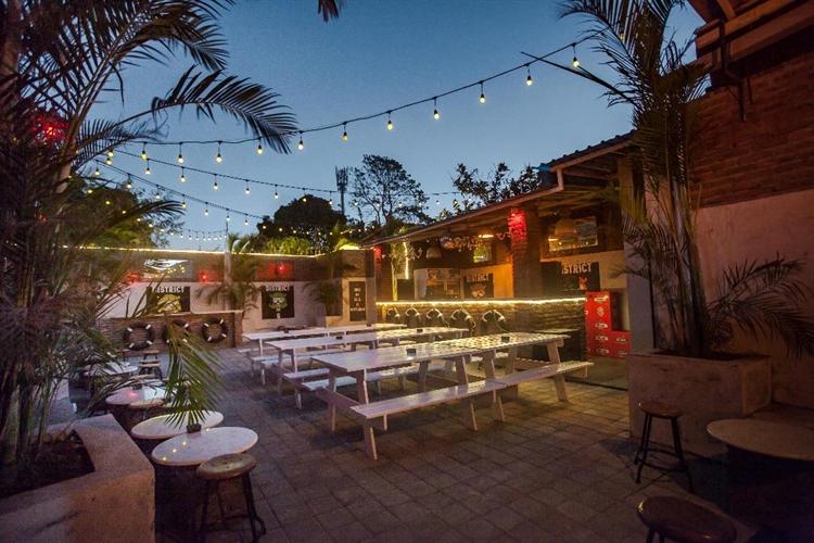 large restaurant bar uluwatu - 9