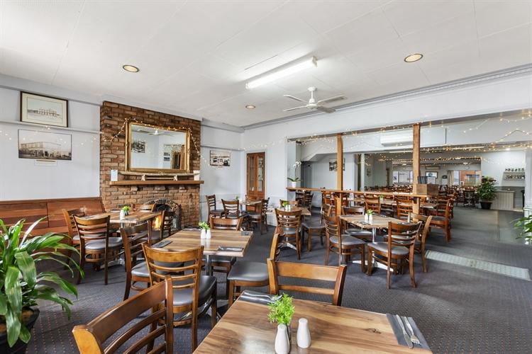 busy portland pub - 6