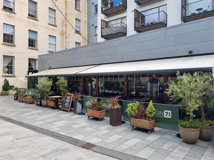 well established bar restaurant - 7