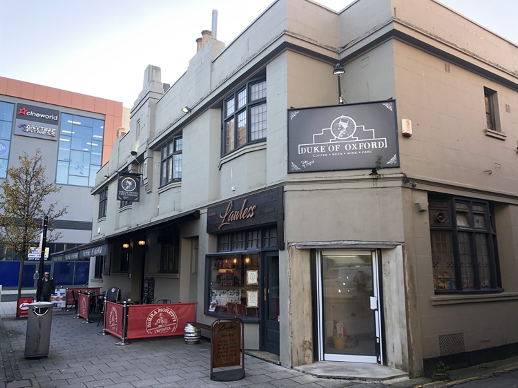 thriving town centre pub - 10