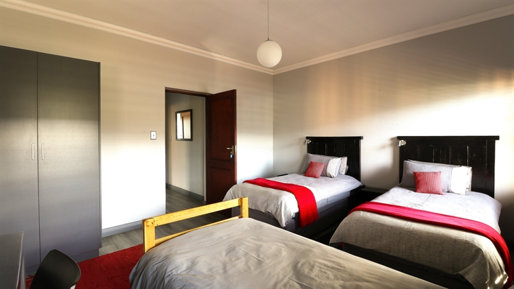 sixteen bedroom guest house - 12