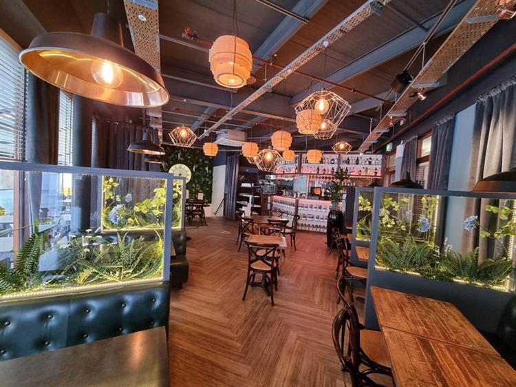 well established bar restaurant - 8