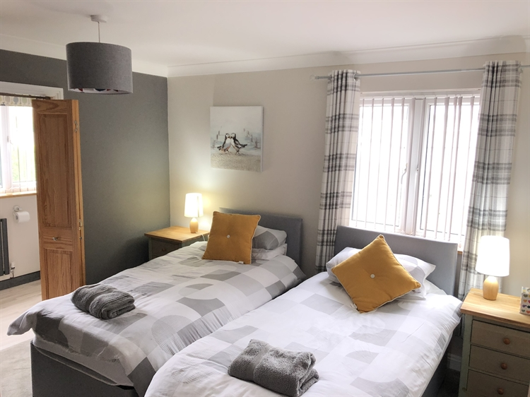 five bedroom guesthouse near - 7
