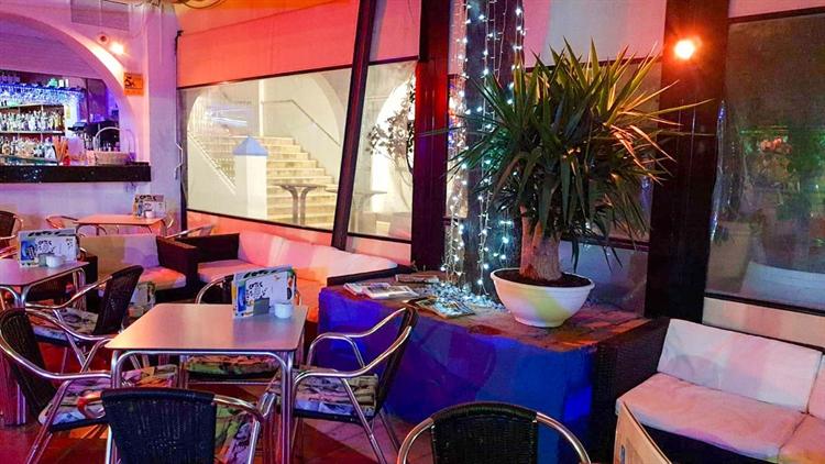 cafe bar right opposite - 8