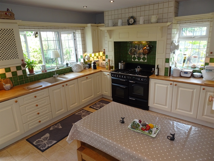 spacious 6 bed cotswolds - 8