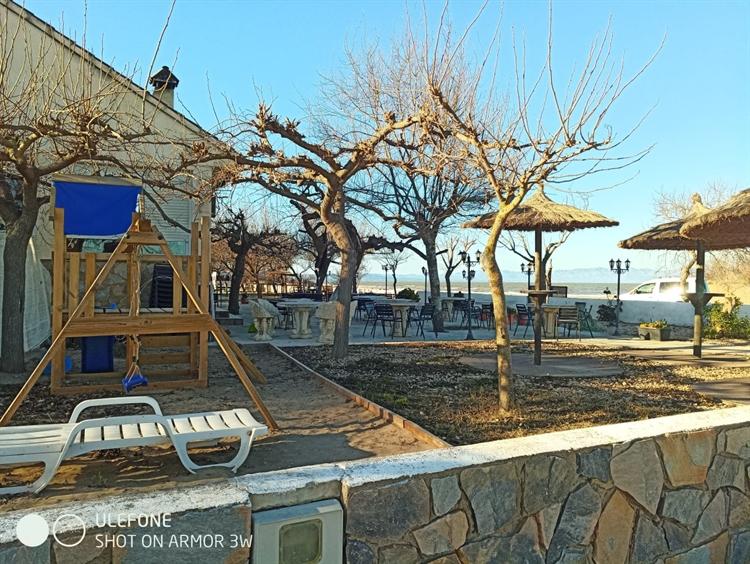 successful beachfront restaurant the - 4
