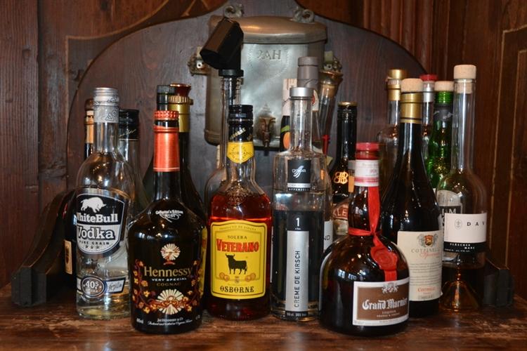 four cop quota liquor - 4