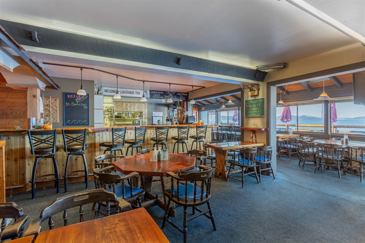 established waterfront pub saturna - 6