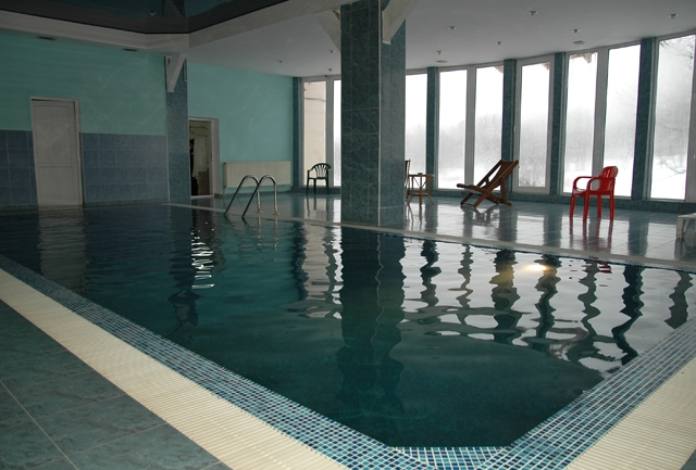 hotel with swimming pool - 11