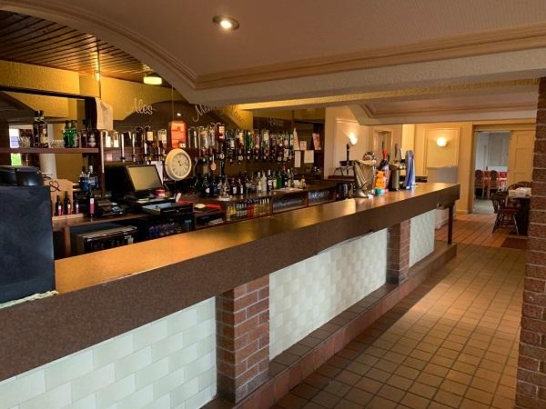 public bar separate restaurant - 9
