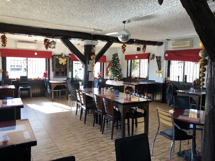 freehold bar restaurant rojales - 5