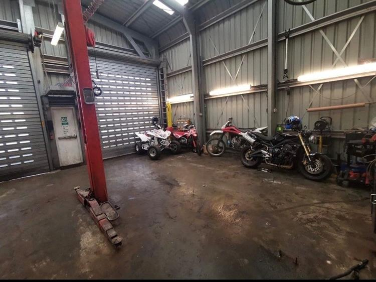 well known traditional garage - 4