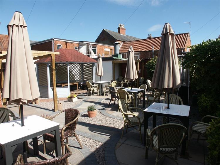 profitable lincolnshire town centre - 5