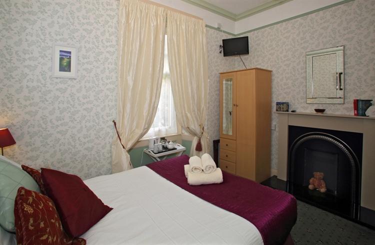 attractive 6-bedroom guest house - 7