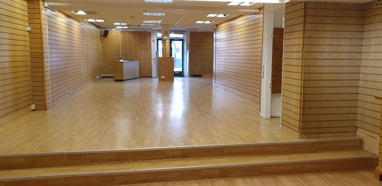 retail shop to let - 4