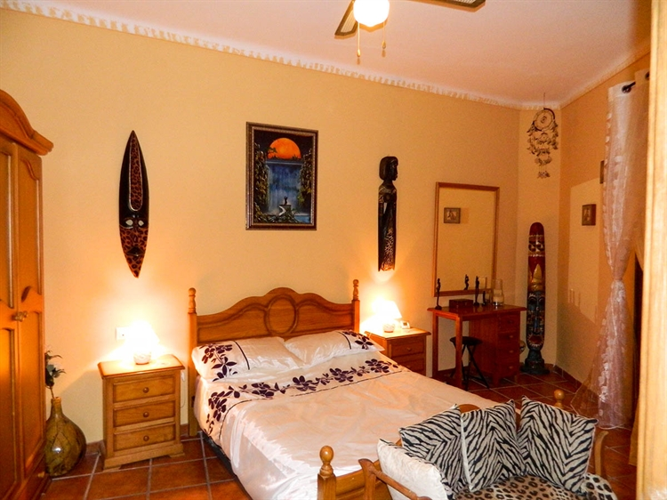 beautiful freehold guest house - 4